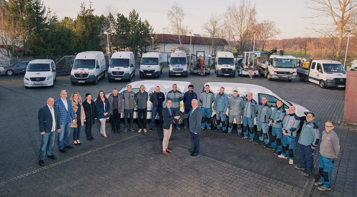 Herr Patrick Gumpricht, Bürgermeister von Rehfelde mit der Firma Elektro Eggert Dezember 2019